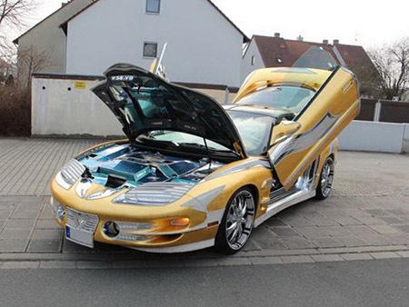 Xe đời cổ dát vàng có giá đắt hơn siêu xe Bugatti Veyron