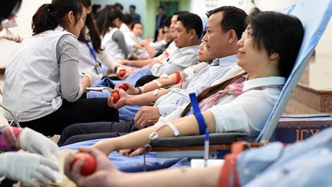 Bộ trưởng, Chủ nhiệm VPCP hiến máu