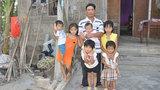 Mẹ tai nạn qua đời 6 con thơ ngơ ngác