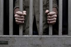 Thuê người ngồi tù thay, với giá 100.000 đồng/ngày