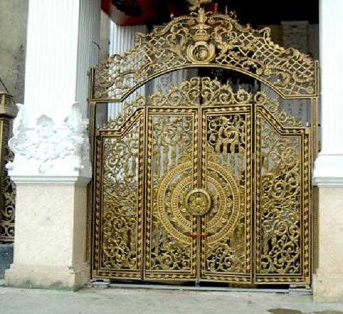 Lâu đài gà vàng hoàn thiện, đại gia sắt lo tìm vàng dát nội thất siêu sang
