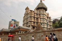 Thăm ngôi đền nhiều vàng nhất Ấn Độ