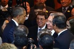 Lãnh đạo Mỹ, Cuba bắt tay nhau tại Panama