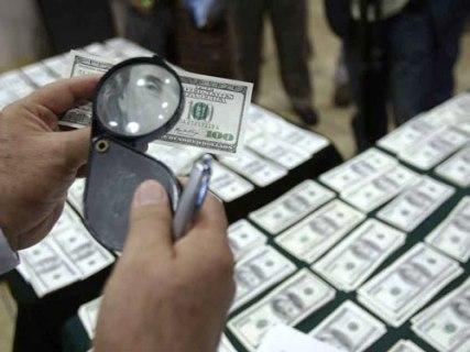 Khám phá vụ tiêu thụ lượng lớn USD giả
