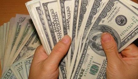 Sài Gòn: Mang 10 ngàn USD giả đến ngân hàng đổi