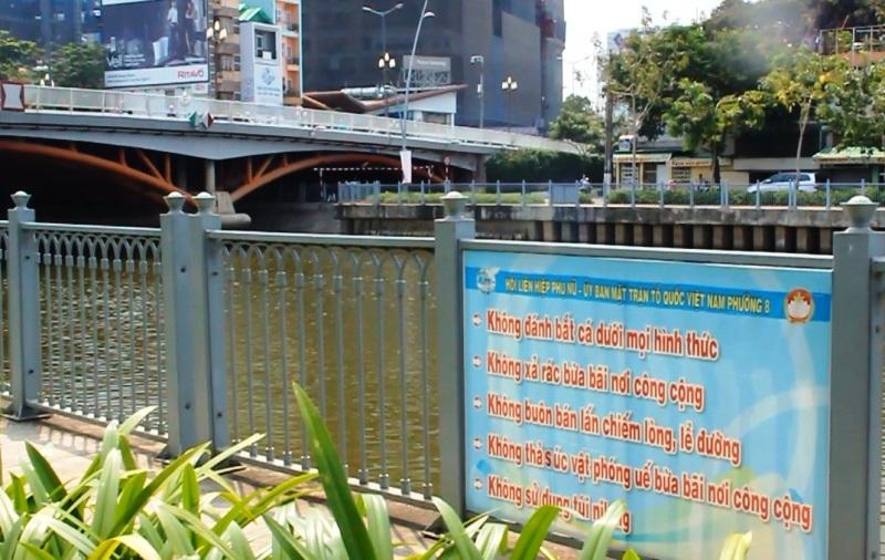 Lệnh cấm câu cá 'cho vui' ở kênh Nhiêu Lộc - Thị Nghè?