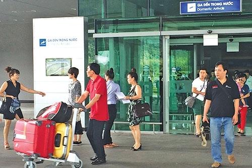 Bố chồng Hà Tăng cũng đòi mua sân bay