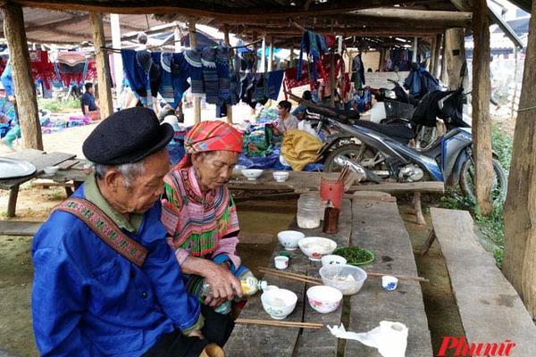 Ghé chợ phiên được khách nước ngoài yêu thích tại Lào Cai