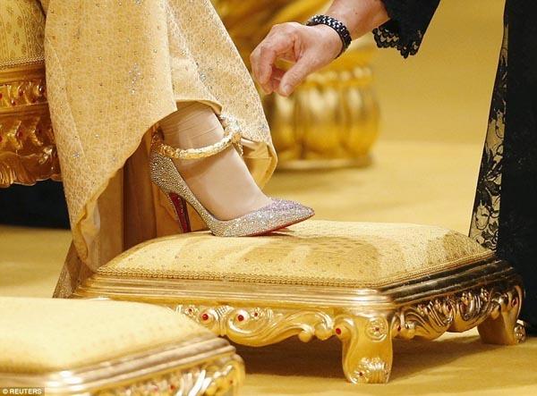 Cận cảnh hôn lễ xa hoa của Hoàng tử Brunei