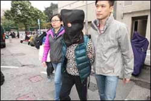 Người Việt bán thịt chó sôi sục Hồng Kông