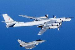 Anh tung chiến đấu cơ chặn máy bay ném bom của Nga