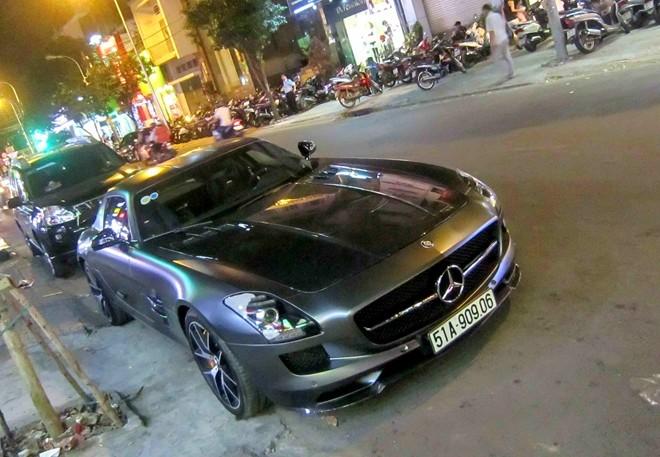 Xe có cánh Mercedes của nhà chồng Hà Tăng giá bao nhiêu?