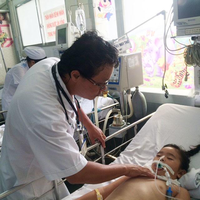"""Bộ trưởng Y tế khen BS Khanh và Fanpage """"Hỏi bác sĩ Nhi Đồng"""""""