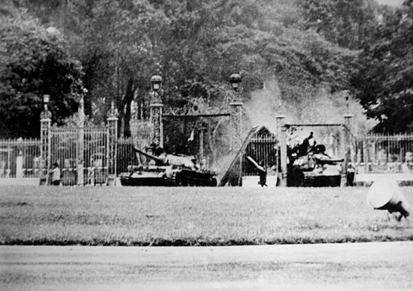Truy tìm nóc nhà trực thăng Mỹ chạy khỏi Sài Gòn
