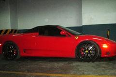 Siêu xe Ferrari 360 Spider nằm phủ bụi trong hầm xe Sài Gòn