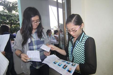 Lo thiếu tiền, hổng nhân sự trước kì thi THPT quốc gia