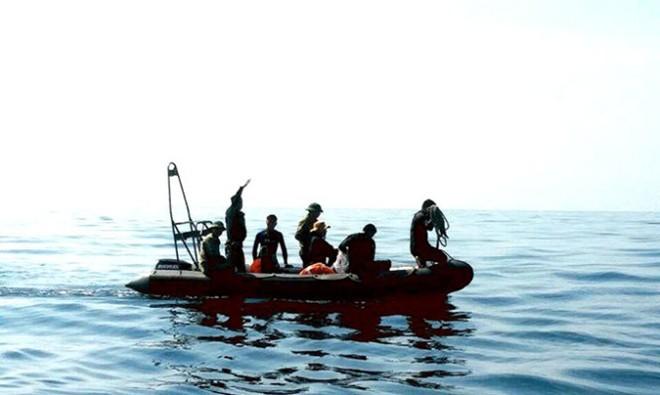 Tàu quét đáy biển tìm 2 máy bay Su-22 mất tích