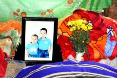 2 anh em chết đuối ôm chặt nhau dưới hồ sâu