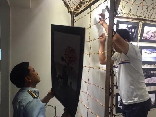 sai phạm, triển lãm, 'Hoa nơi chiến trường'