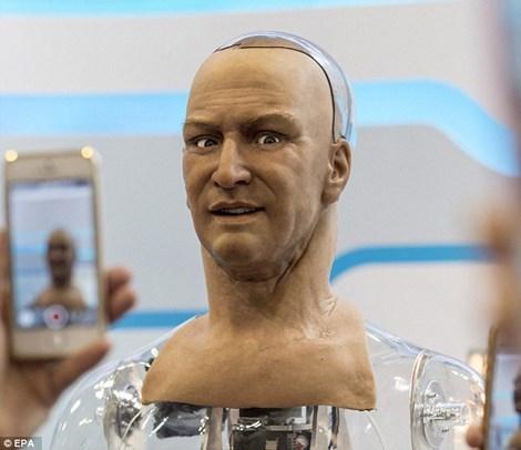 robot, giống hệt người thật, bất ngờ