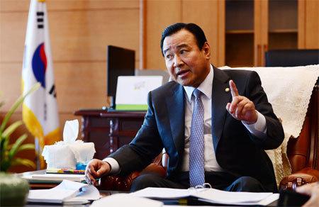 Thủ tướng Hàn Quốc xin từ chức do bê bối hối lộ