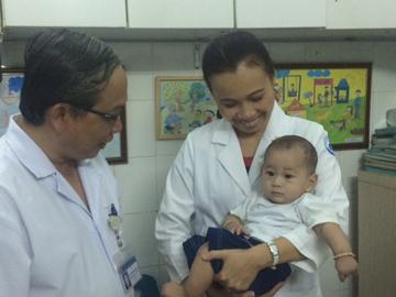 TP.HCM: 6 tháng kỳ diệu của sơ sinh 'văng khỏi bụng mẹ' - 1