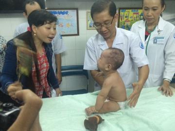 TP.HCM: 6 tháng kỳ diệu của sơ sinh 'văng khỏi bụng mẹ' - 6