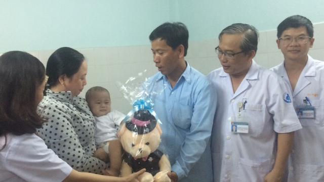 TP.HCM: 6 tháng kỳ diệu của sơ sinh 'văng khỏi bụng mẹ' - 7