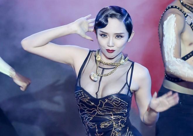 Tóc Tiên tiết lộ hậu trường thị phi trong showbiz Việt
