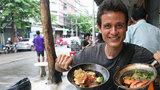 Blogger ẩm thực Mỹ chỉ chỗ ăn 10 món ngon Sài Gòn