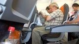 Máy bay ngày càng nhồi nhét khách, ăn bớt dịch vụ