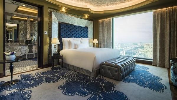 Thah Bùi, Huệ Vân, khách sạn