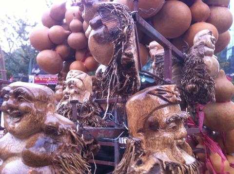 Riêng ở Việt Nam: Gốc tre cũng phải nở mặt cười