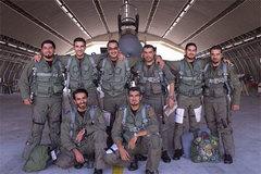 Hoàng tử Ảrập tặng siêu xe cho hàng loạt phi công