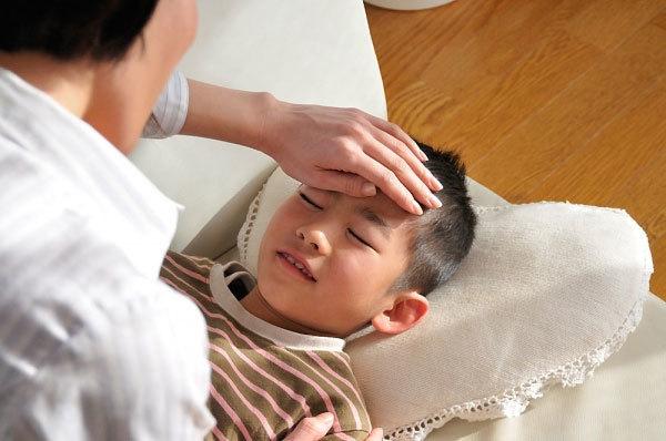 BS Trí Đoàn: Để con khỏe mạnh, hãy cho con quyền được… ốm