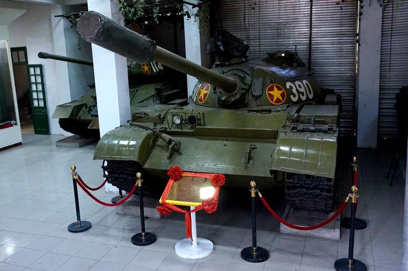xe tăng 390, dinh Độc Lập, Françoise Demulder, xe tăng