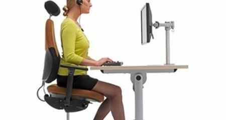Cách bố trí bàn làm việc tốt nhất cho sức khỏe
