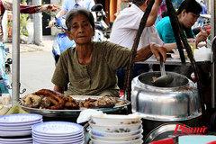 Bất ngờ quán cháo lòng lâu đời nhất Sài Gòn