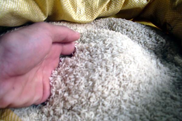 Ngán gạo thơm hóa chất, dân phố thửa gạo quê ăn riêng