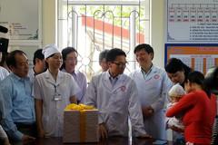PTT Vũ Đức Đam kêu gọi đưa con em đi tiêm chủng đầy đủ