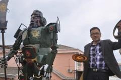 Game thủ Trung Quốc dựng tượng Quan Công theo phong cách Transformers từ phế liệu