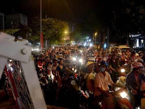 Trung tâm Sài Gòn hỗn loạn giao thông vì lệnh cấm đường - 2