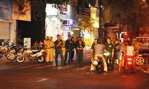 Trung tâm Sài Gòn hỗn loạn giao thông vì lệnh cấm đường - 6