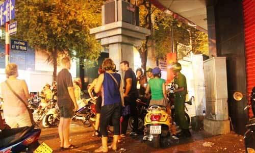 Trung tâm Sài Gòn hỗn loạn giao thông vì lệnh cấm đường - 7