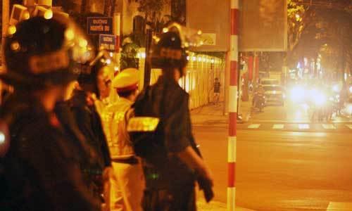 Trung tâm Sài Gòn hỗn loạn giao thông vì lệnh cấm đường - 9