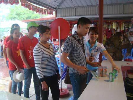 Gian hàng Đại Việt hút khách ở Lễ hội Đền Hùng
