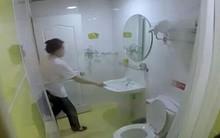 Khách sạn 'xịn' phục vụ khăn tắm cho khách sau khi... lau bồn cầu