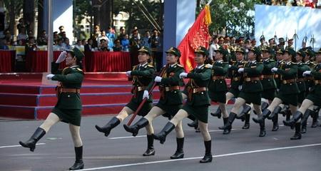Hàng nghìn quân tổng duyệt diễu binh