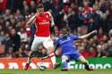 Hòa Arsenal, Chelsea tiến sát ngôi vương