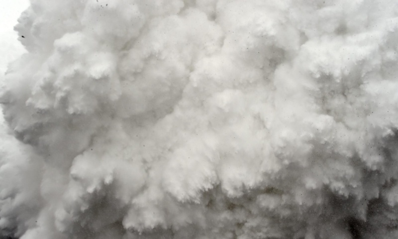 Khoảnh khắc 'long trời lở đất' trên đỉnh Everest